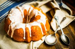Bundt cake for luck on New Years
